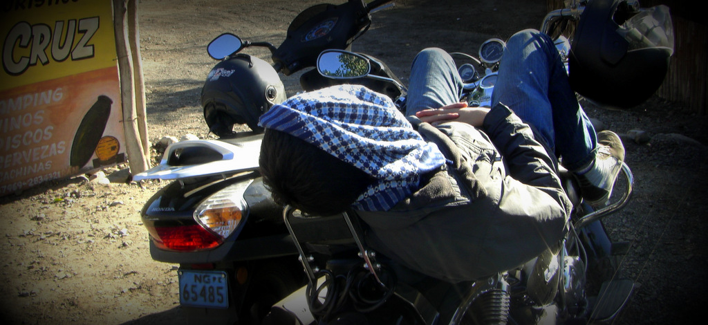 Fabricando 'Z's sobre una moto