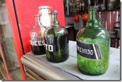 Un pequeña muestra del arsenal alcohólico de la tienda.