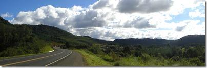 Nubes, curvas y verdor