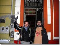 Con Juan en frente a la entrada. Tomen nota: Lerma 476