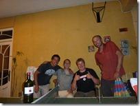 Charlando y tomado vino con Marco, Jeremy y Steve.
