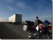 Encima pasando por rutas transitadas por camiones.