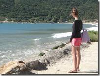 Joven muchacha pescadora en Armaçao.