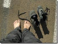 Cambiando de calcetines a mitad de camino. Las botas seguían mojadas.