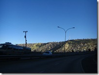 Las casas afferándose a las laderas de los cerros en El Alto.