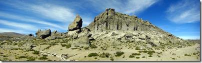 Interesantes formaciones rocosas bajando a Arequipa