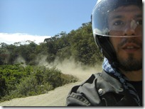 Levantando polvo al comienzo de la ruta