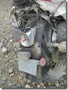 Faro posterior: desintegrado. Noten cómo se estuve derramando la gasolina por los costados.