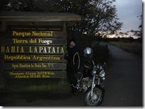 Bahía Lapataia, más al sur en moto: imposible.