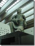 Estatua china en la sala de exposición
